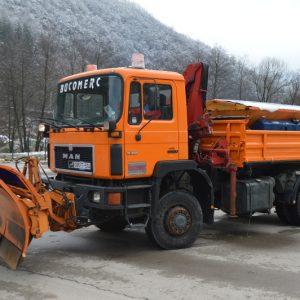 MAN kamion kiper sa opremom za čišćenje snijega